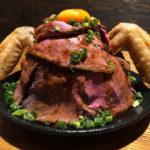 【激安】800gのデカ盛りローストビーフ丼を1円で食べられる!「酔っ手羽」の天使プロジェクトが赤字覚悟すぎてヤバイぞ!